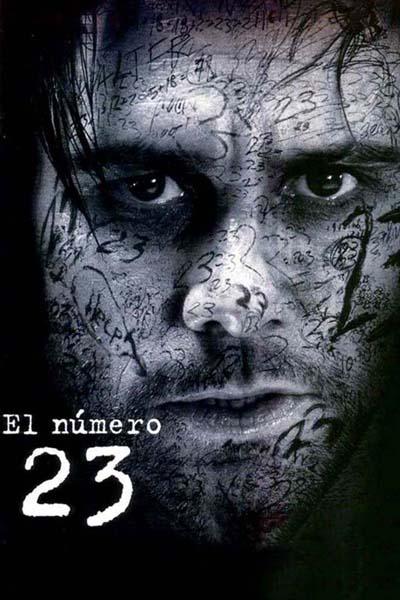 Un hombre mira con cara de desesperación a la cámara. Tiene todo el rostro pintado con el número 23