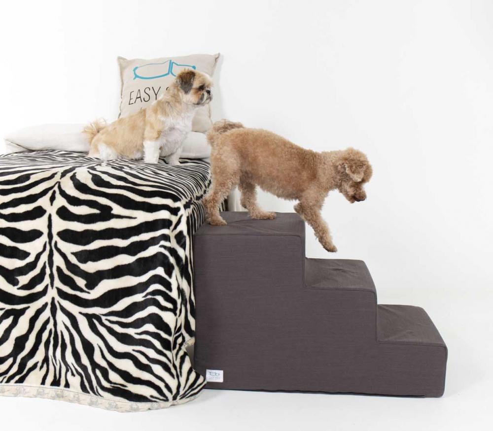 Perros bajando de la cama con escalera de tres peldaños